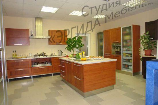 Кухонный гарнитур КАПРИ с фасадами из массива