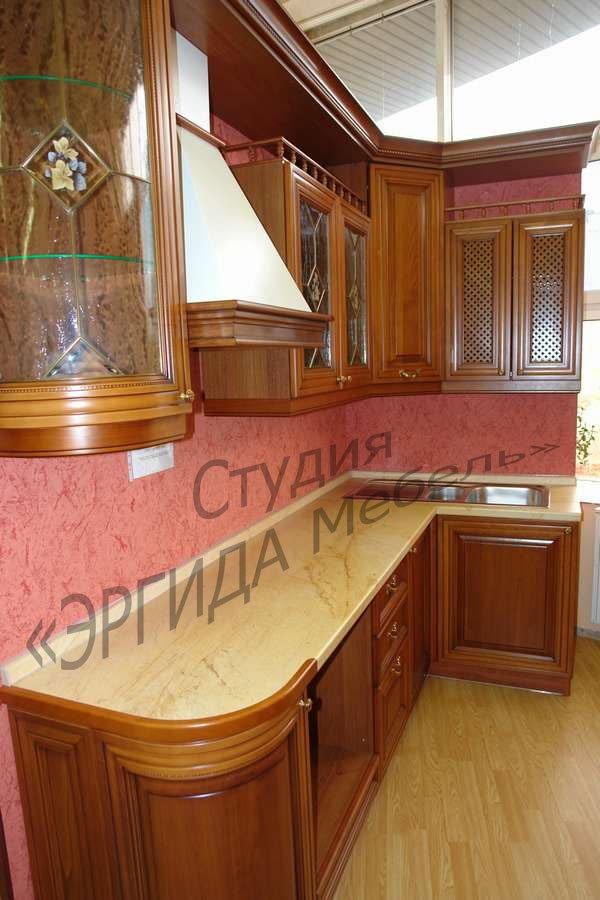 Угловой кухонный гарнитур с итальянскими фасадами