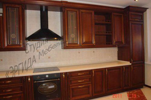 Кухня с пеналом под встраиваемый холодильник