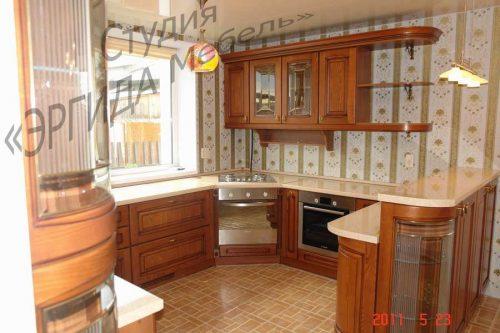 Кухня П-образная с барной стойкой