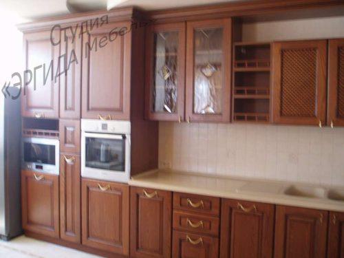 Кухня с пеналами под встраиваемую технику