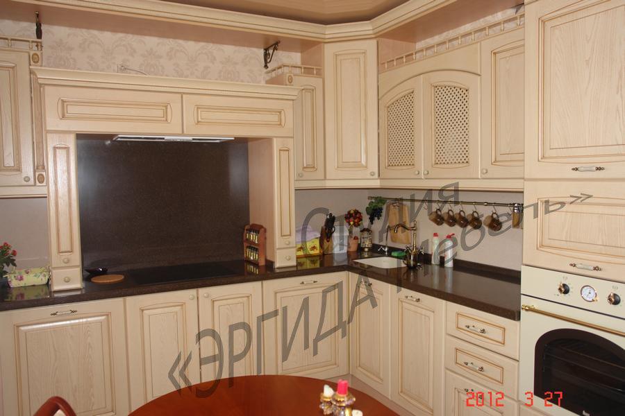 Кухня с порталом и столешницей