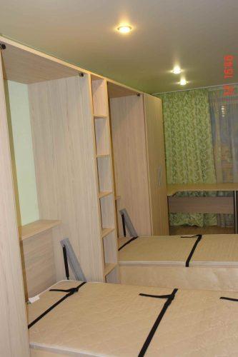 Двойная кровать трансформер со столами