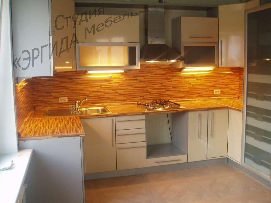 П-образная кухня, фартук в цвет столешницы