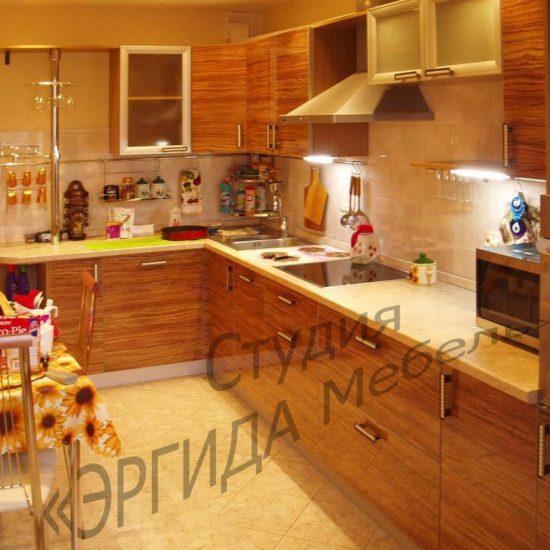 Угловой кухоный гарнитур с пеналом