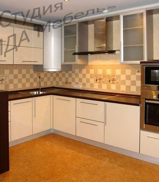 Угловая кухня с ПУШ-полкой