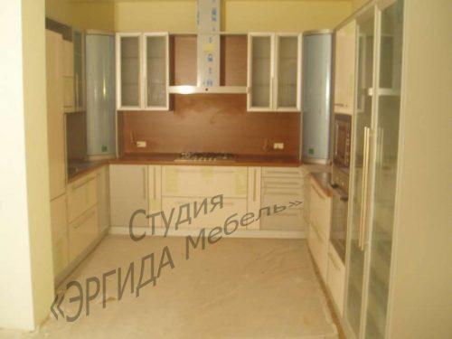 П-образная кухня с 2-мя ПУШ-полками и пеналами