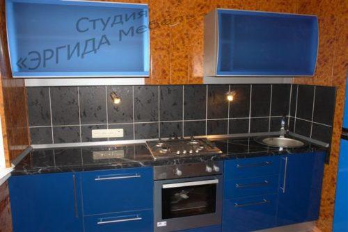 Кухня с фасадами из пластика Колор ОФФ