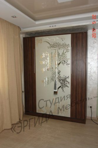 Шкаф-кровать с пескоструйным зеркалом