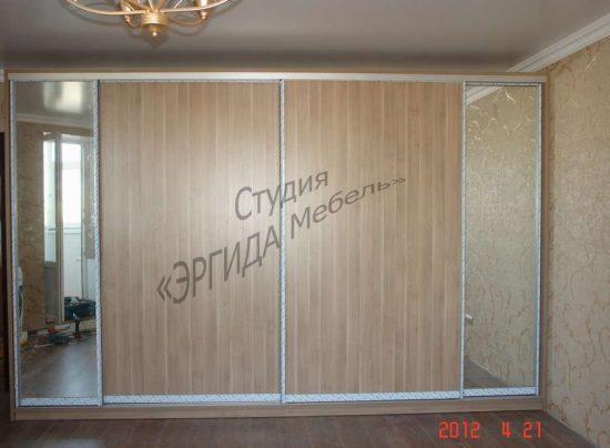 Шкаф купе с зеркалами и дверьми из ЛДСП