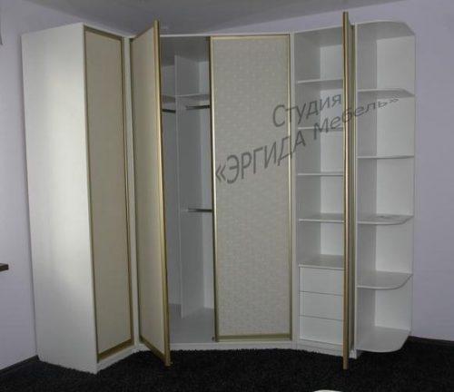 Угловой шкаф с иск.кожей, двери распашные